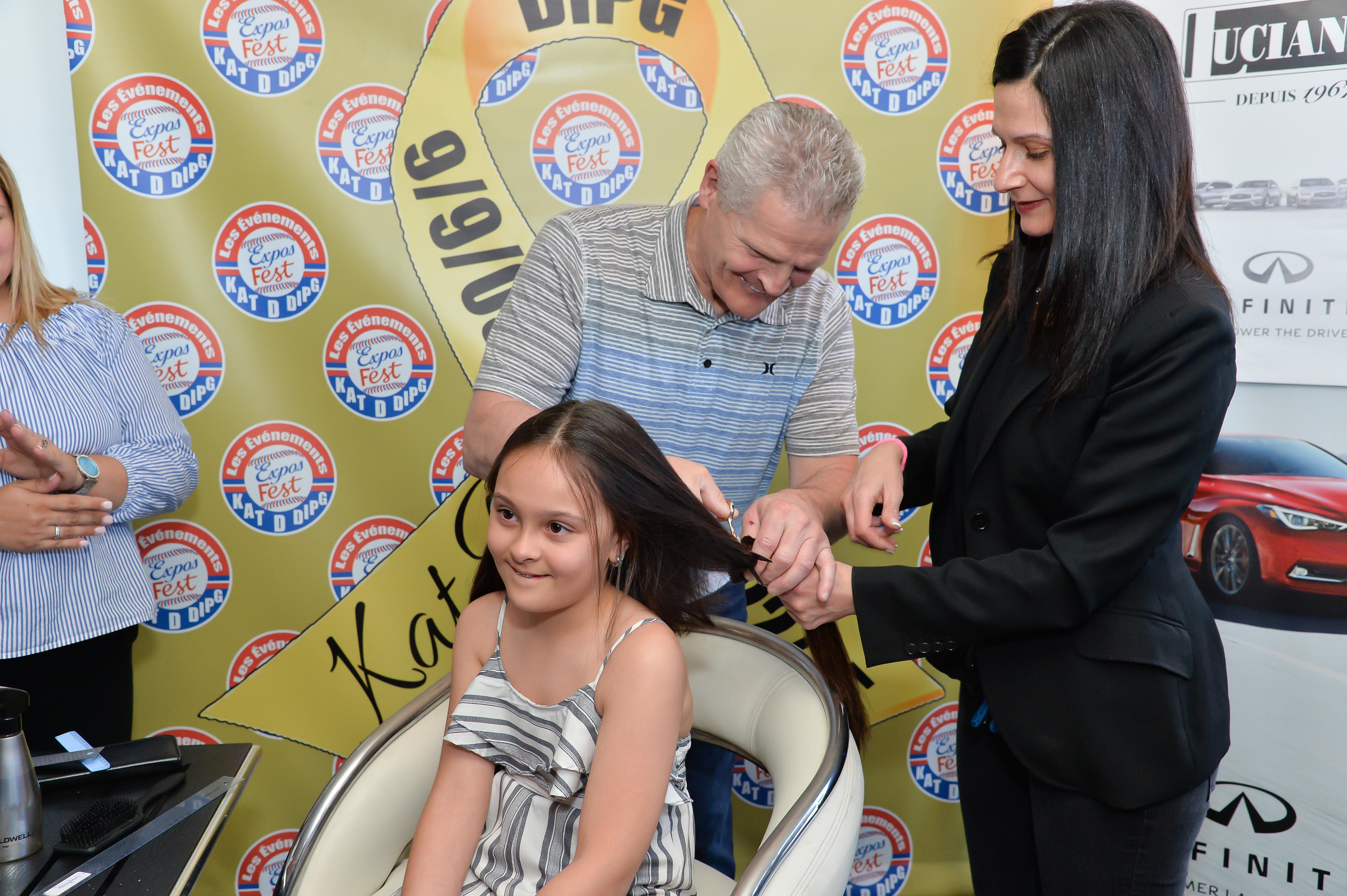 Coupe de cheveux de Sophie avec Chris Nilan